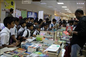 Skyline Book Fair Attracted Hundreds of Students